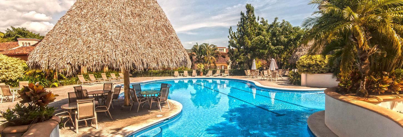 Colina Pool Area